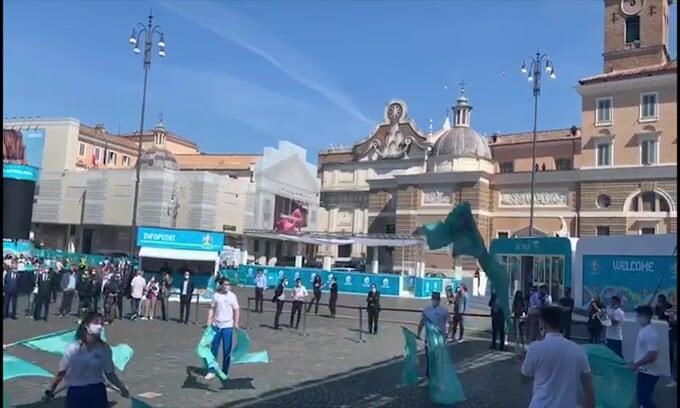 Euro 2020: subito spettacolo nella fan zone di Roma