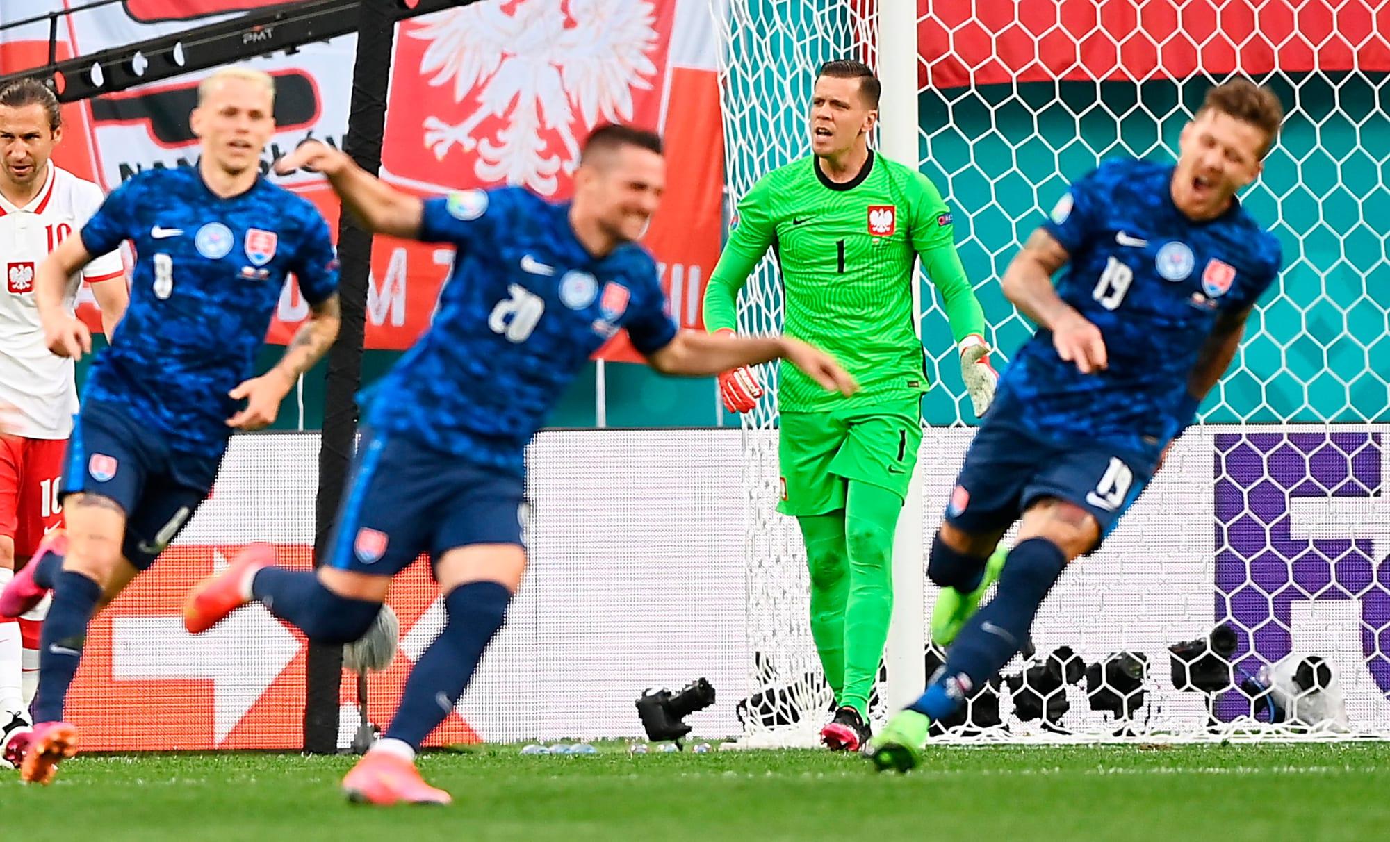 Szczesny autorete, Linetty gol: Polonia battuta dalla Slovacchia