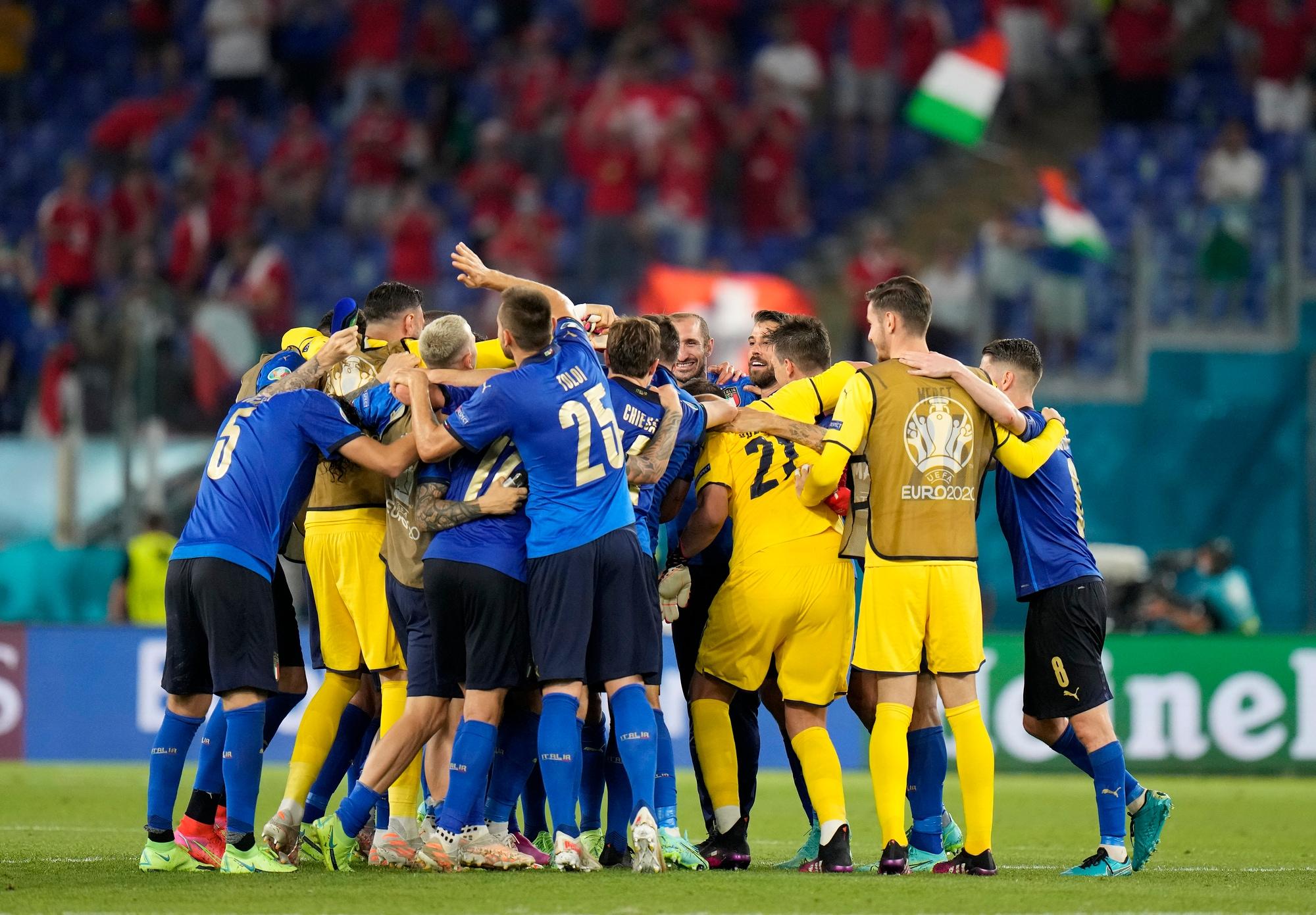 Italia, che festa dopo la vittoria con la Svizzera