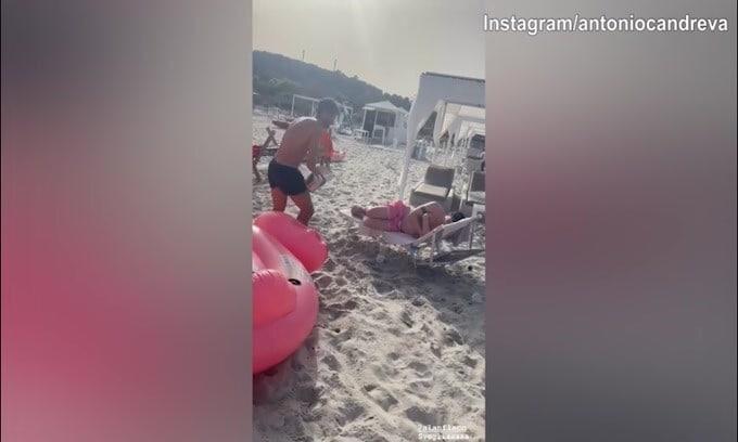 Candreva, super scherzo in spiaggia!