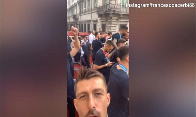 Italia, che festa in giro per Roma!