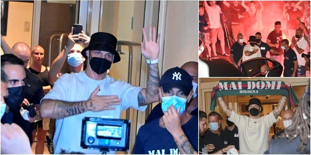 Bologna, Arnautovic è arrivato: i tifosi intonano cori fra i fumogeni