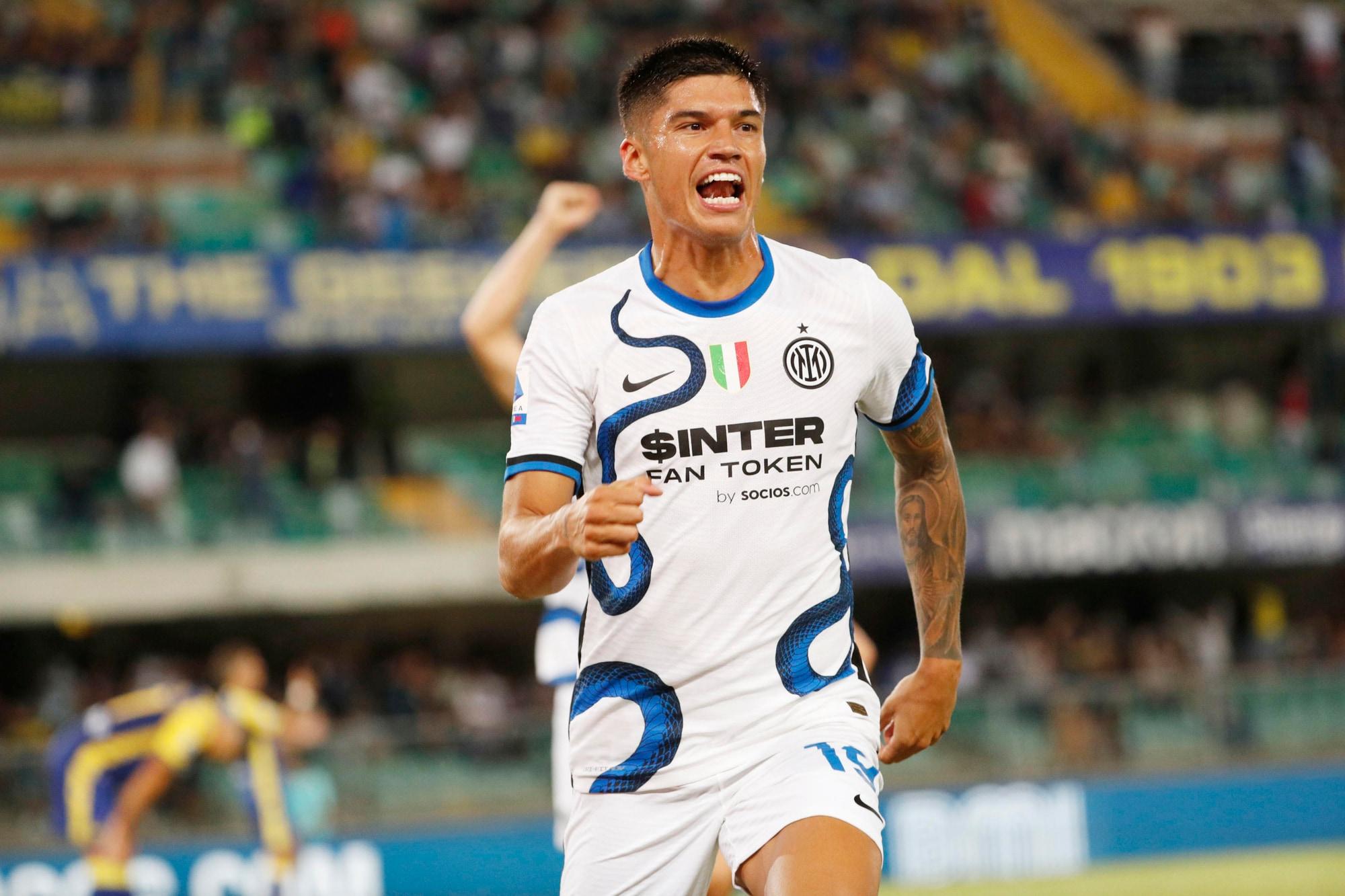 Handanovic sbaglia, Lautaro e Correa rimediano: Inter tris a Verona