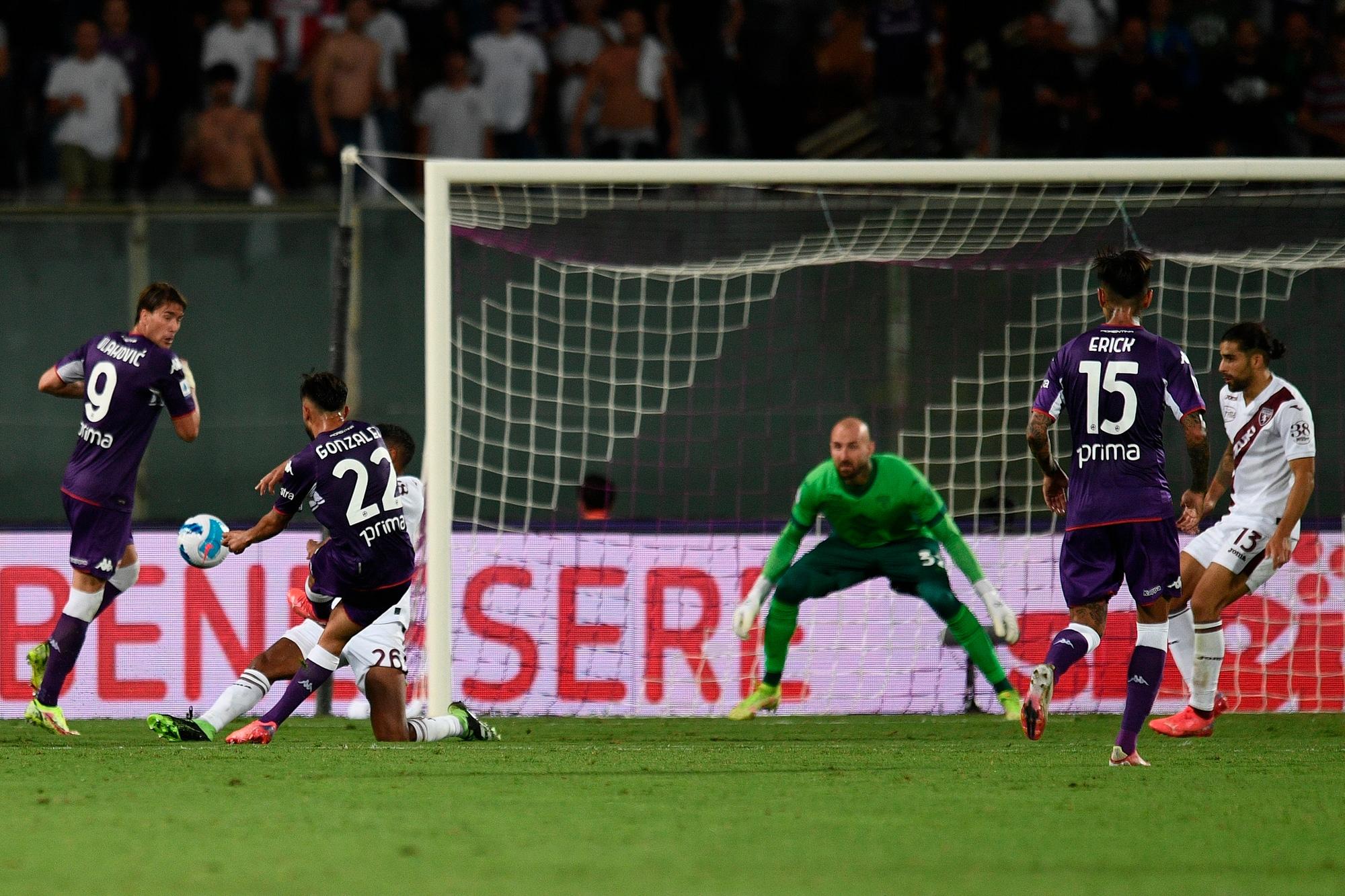 Gonzalez e Vlahovic affondano il Torino: vince la Fiorentina