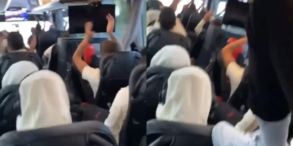 Il Milan festeggia Maldini Jr: che cori sull'autobus!