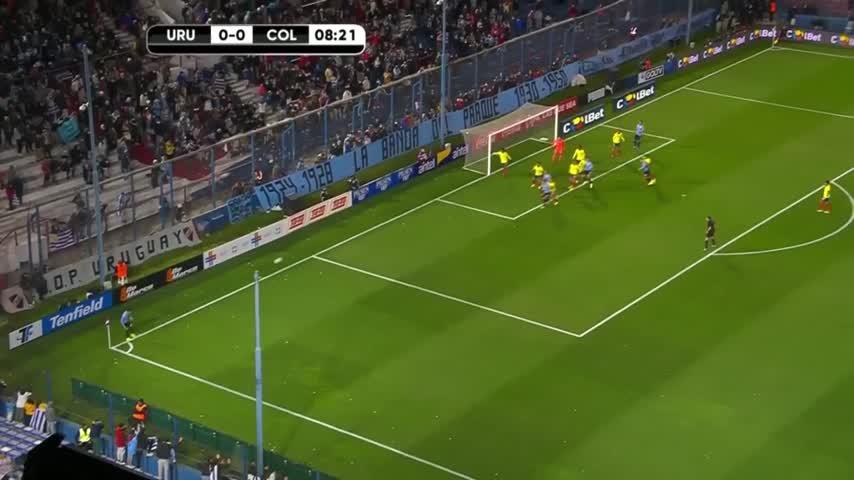 Ospina saracinesca, nega così il gol a Vecino e Suarez...